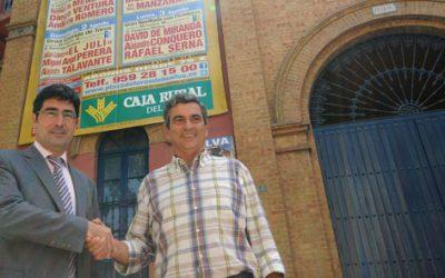 Desplegado el cartel taurino gigante de CajaRural del Sur que anuncia los festejos deColombinas