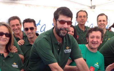 Cientos de veraneantes de Punta Umbría participaron en la 'Bicicleta solidaria' de Caja Rural del Sur
