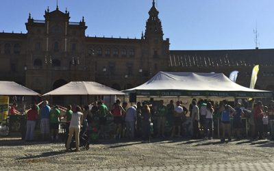 Los sevillanos pedalean cerca de 3.000 kilómetros solidarios en la Plaza de España