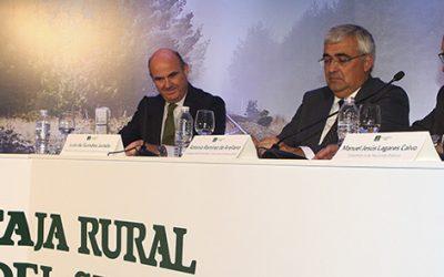 El ministro Luis de Guindos anuncia  que cualquier cambio normativo en las Cajas Rurales se haría por consenso