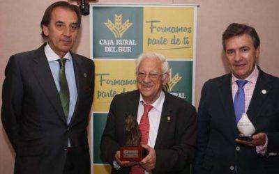 Caja Rural del Sur acoge el homenaje en SICAB a la labor solidaria del Padre Ángel con el premio 'Pura Raza Española'