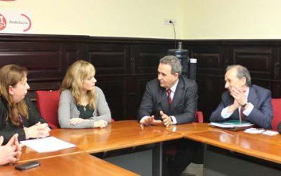 Encuentro del director general de Caja Rural del Sur con la secretaria general de UGT Andalucía