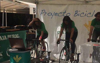 Las Setas de Sevilla acoge la 'Bicicleta solidaria'  de Caja Rural del Sur-Seguros RGA para convertir pedaleos en kilos de alimentos