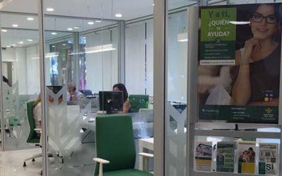 Caja Rural del Sur inaugura su nueva oficina principal en la calle Murillo, 2, adaptada a la nueva imagen de banca urbana que desarrolla la entidad
