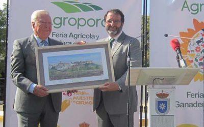 Reconocimiento de Agroporc al presidente de Caja Rural del Sur José Luis García Palacios