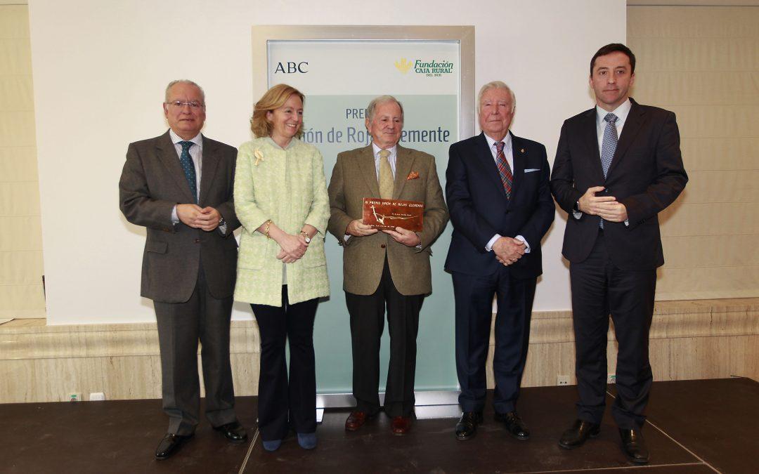 El presidente de SAT Royal, José Gandía, recoge el galardón que conceden ABC y la Fundación Caja Rural del Sur