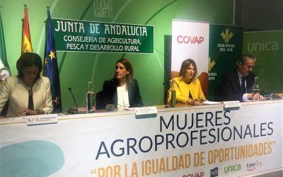 """María Patrocinio Álvarez, directiva de Caja Rural del Sur, ponente en el """"I Foro Nacional Business Agro Mujeres Profesionales"""" celebrado en Sevilla"""