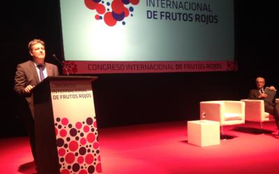 El director de Fundación Caja Rural del Sur presentó a Antonio Garrigues en el Congreso de los Frutos Rojos