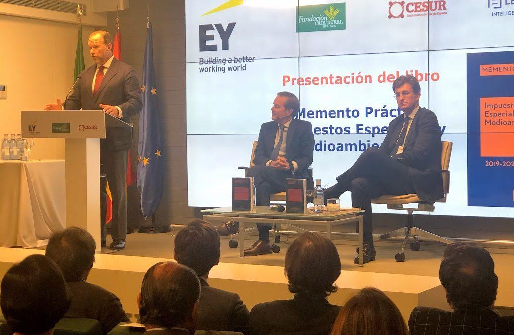 """Presentado en Caja Rural del Sur el libro """"Memento Práctico de Impuestos Especiales y Medioambientales"""" de la editorial Lefebvre"""