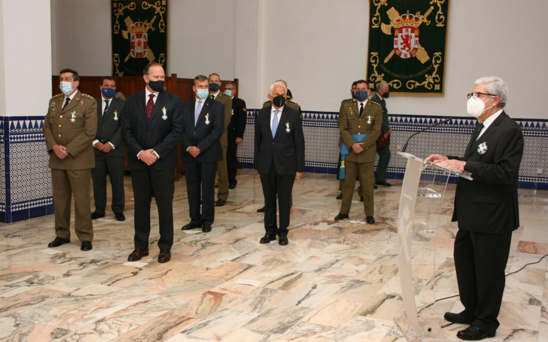 La Guardia Civil condecora al Presidente de Caja Rural del Sur, José Luis García-Palacios